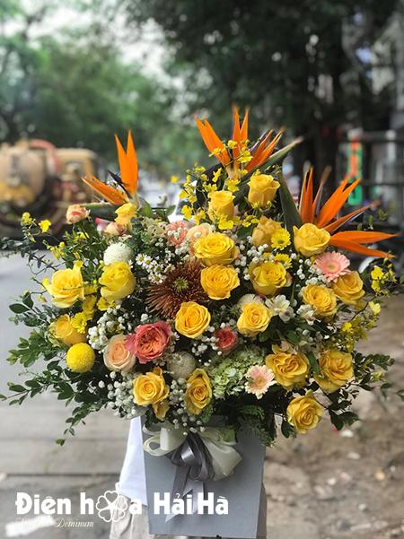 Giỏ hoa tặng sinh nhật hồng vàng – Thăng tiến