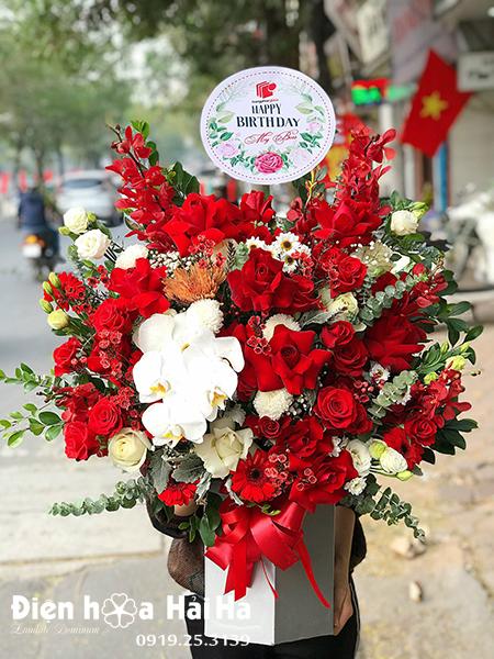 Giỏ hoa tặng sinh nhật màu đỏ – Đẳng Cấp