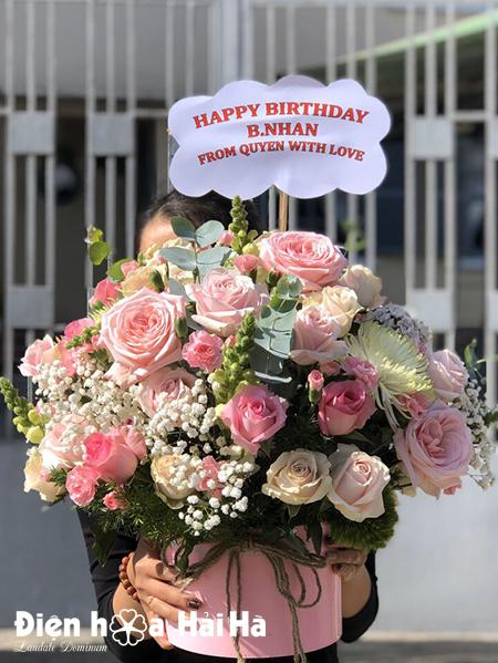Hộp hoa sinh nhật nhẹ nhàng tông hồng – Khởi sắc